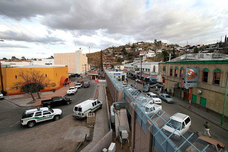 800px-Mexican-American_border_at_Nogales