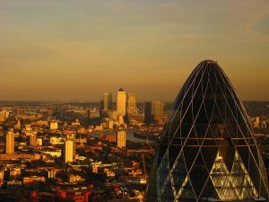 800px-London_-_The_Gherkin_&_Canary_Wharf