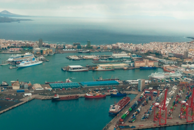 Port of Las Palmas de Gran Canaria (Spain). Photograph used with permission of Claudio Moreno Medina.