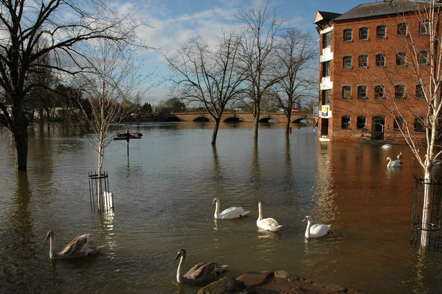 Flooded Riverside Worcester 2007. Photo Credit: Philip Haling under CC BY-SA 2.0
