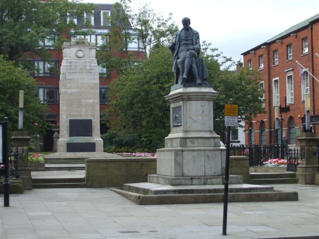 Samuel_Crompton_memorial_statue,_Bolton_-_geograph.org.uk_-_980458 (3)